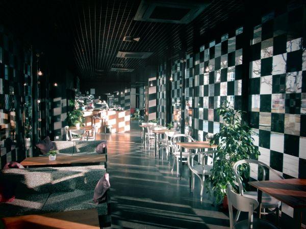 #Cafe Kwadratowa, #Warszawa, ul. Mikołaja Reja 9. Godz. otwarcia: pon-czw. 8-22, pt. 8-2.00, sob. 10-2.00, niedz. 10-22. Z #KofiUp wypijesz: #Americano, #Espresso, #Herbata, #Cappuccino, #EspressoDoppio, #FlatWhite, #Latte