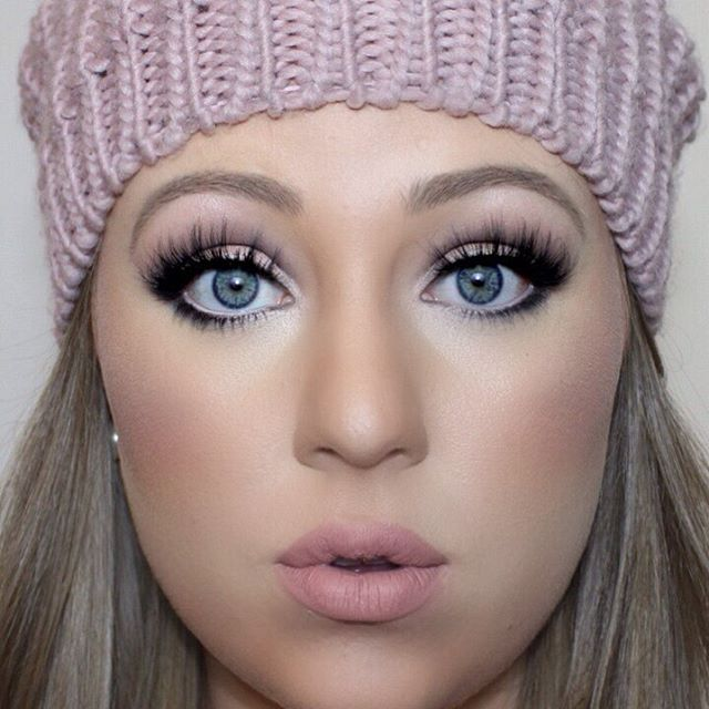 Naked Winter ❄️ Eyes: @maccosmetics Naked Pigment, @anastasiabeverlyhills Nude…                                                                                                                                                                                 Mais