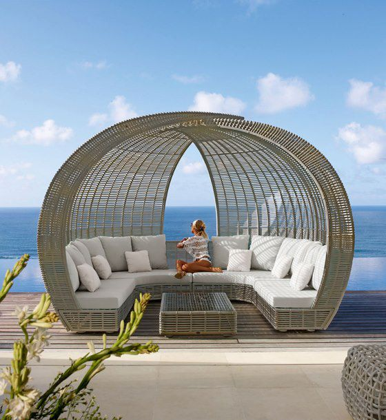 The Spartan day bed stands out with a pair of overarching woven panels in a patented Black Mushroom finish, rising behind fresh white seating angled inward. This casual-cool set-up is perfect for intimate chats over cool drinks, pool-side, beachfront, on the patio or in the garden.