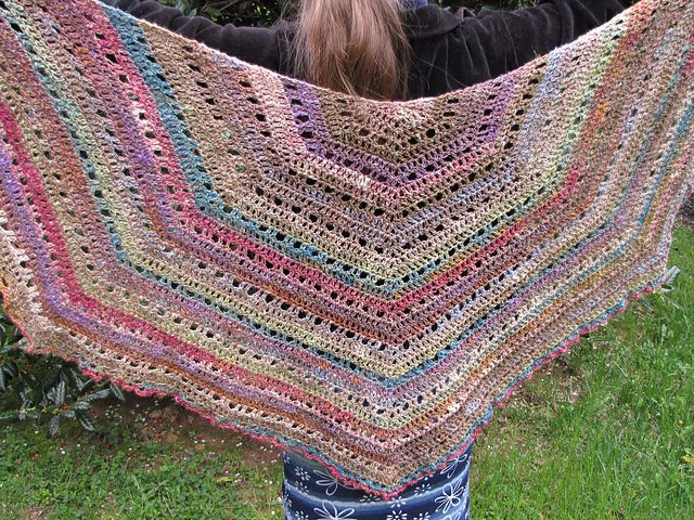 Eva s Shawl Crochet Pattern : 17 Best images about Pelerine on Pinterest Free pattern ...