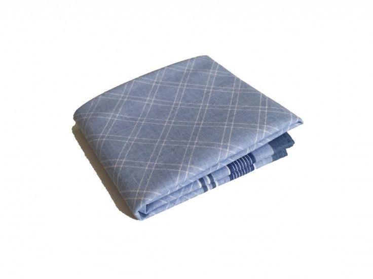 Синий носовой платок с текстурой по супер выгодной цене 100 руб руб, с бесплатной доставкой по Москве и России без предоплаты. В наличие размеры , приезжайте к нам в магазин!