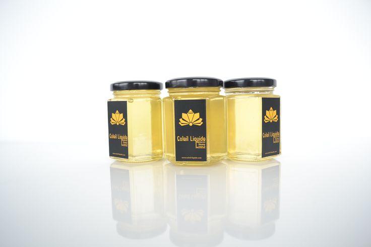 Bunătăţi din miere de salcâm  Mierea de salcâm se distinge prin fineţea gustului şi printr-o foarte mare claritate. Gustul delicat cu puternică tentă florală face din mierea de salcâm un excelent tonic.  www.soleil-liquide.com