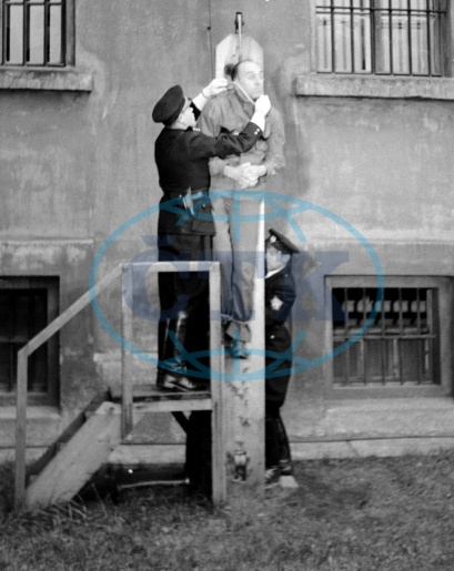 Execution of former Deputy Protector of Bohemia and Moravia Kurt Daluege in Pankrác prison. Prague, 24.10.1946.