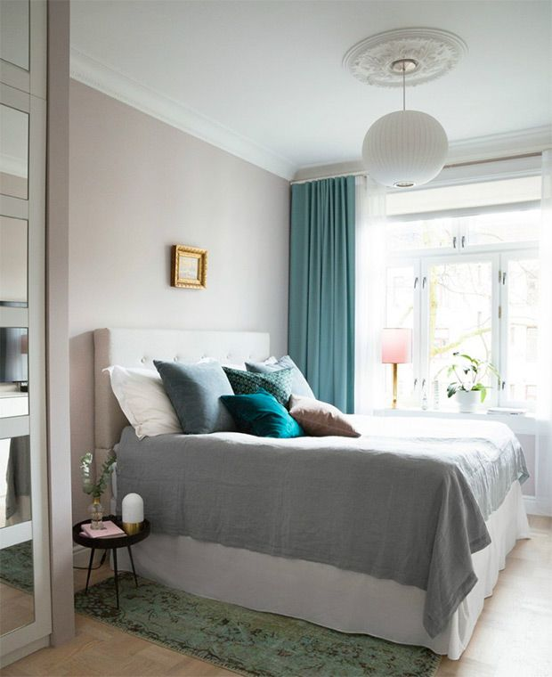 Teal and pink play nice in this bedroom, while linen bedding offers a lived-in, cozy effect. | Photographer: Filippa Tredal | Designer: Rikke Bye-Andersen