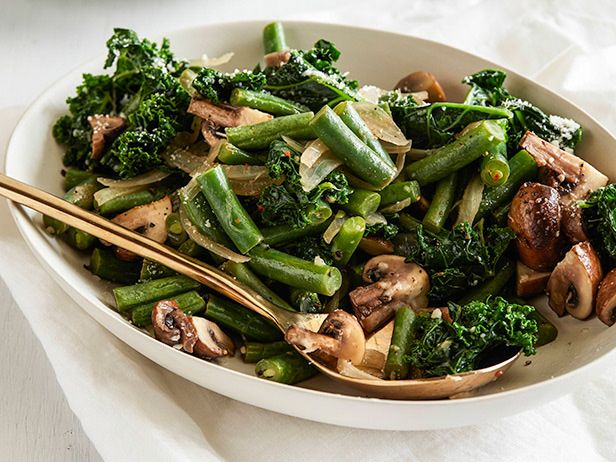 Giada's Spicy Parm Green Beans & Kale #HealthyEveryDay: Food Network, Low Carb, Giada De Laurentiis, Side Dishes, Spicy Parmesan, Kale Recipes, Broccoli, Parm Green, Parmesan Green Beans