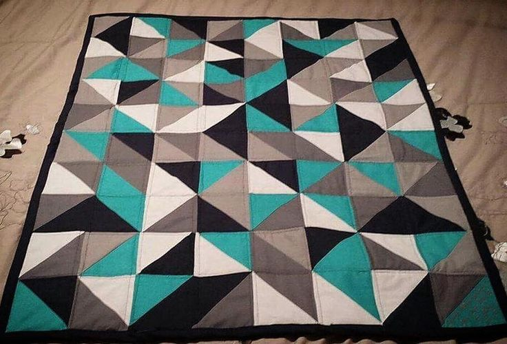 """""""I'm loving this color palette and the modern feel of this quilt! What's your favorite color palette to work in? #quilt #msqcshowandtell #msqc #Repost…"""""""