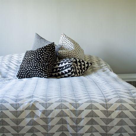 Land: Bangladesh Mått: 250×270 cm Material: 100% bomull Design: Afroart…