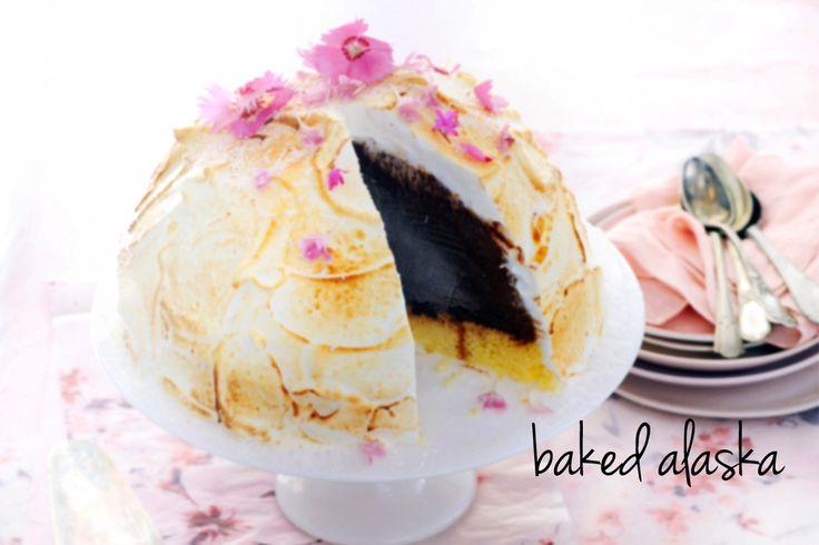 Sponzige rumcake, chocolade-koffie-ijs en gebrande meringue. Niet lastig om te maken, maar deze baked alaska heeft wel een groot wow-effect.