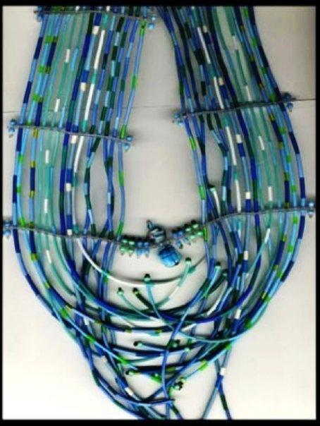 """Catherine JACQUET - mon Collier 'CASCADE' - PLASTIQUE (2007 - rencontre au 1er Salon """"Bijoutiful"""" de Nîmes)"""