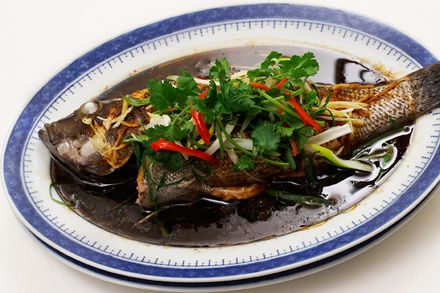 Steamed Sea Bass ((清蒸魚)