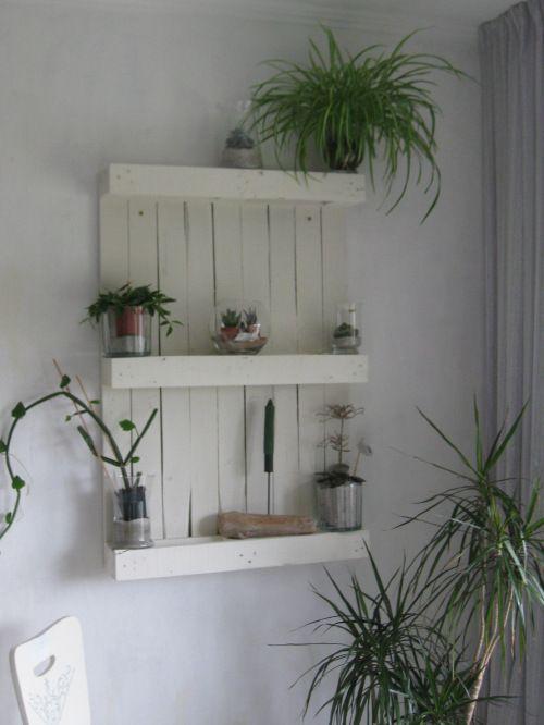 die besten 17 ideen zu blumenregal auf pinterest palettengartenmauern pult aus r hren und. Black Bedroom Furniture Sets. Home Design Ideas