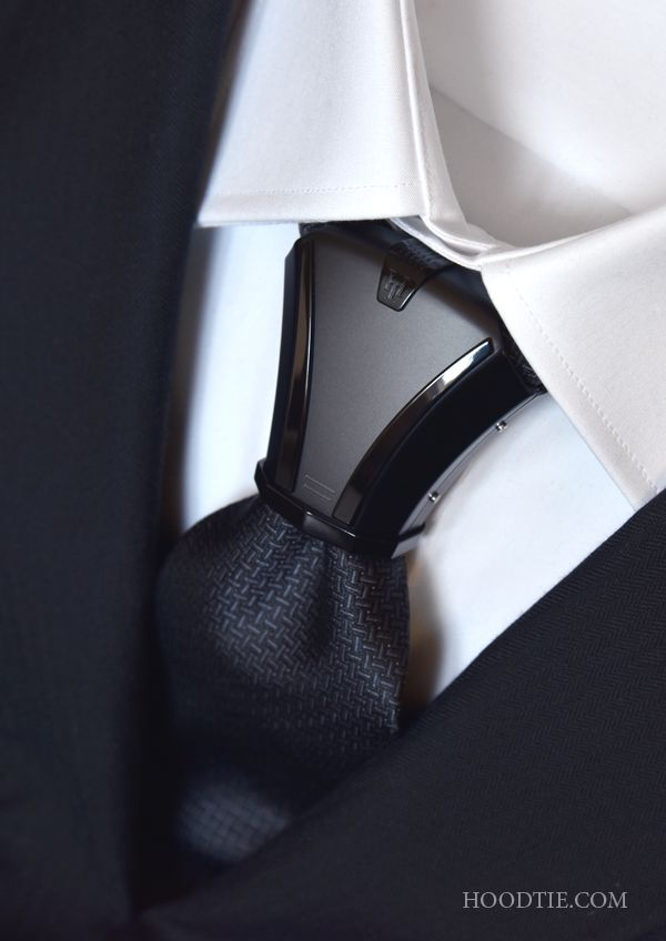 HOODTIE - An exclusive titanium item of jewelry for ties. The model Haston All Black - Design, elegance and sobriety.