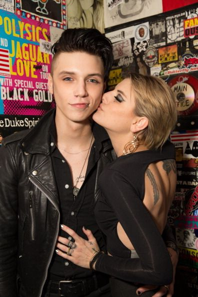 """Andy Biersack and Juliet   """"that's right fuckers I've got a hot girl kissing me. And that hot girl is my girlfriend (now wife)"""""""
