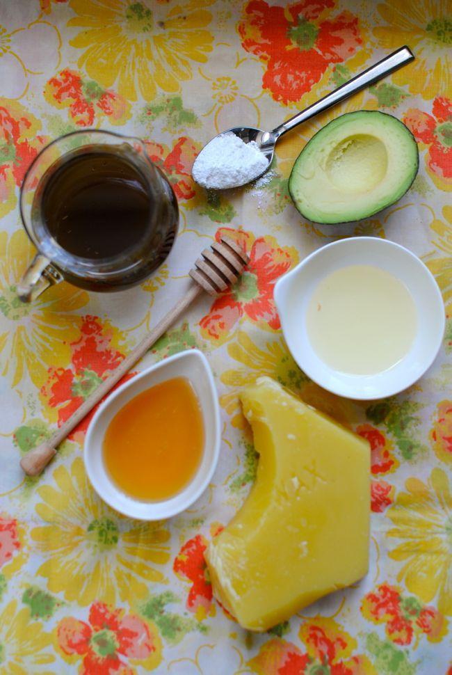 DIY: Green Tea SPF Lip Balm | http://hellonatural.co/diy-green-tea-spf-lip-balm/