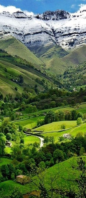 Valle del Pisueña in Cantabria, Spain • photo: Mario Lapid on Flickr