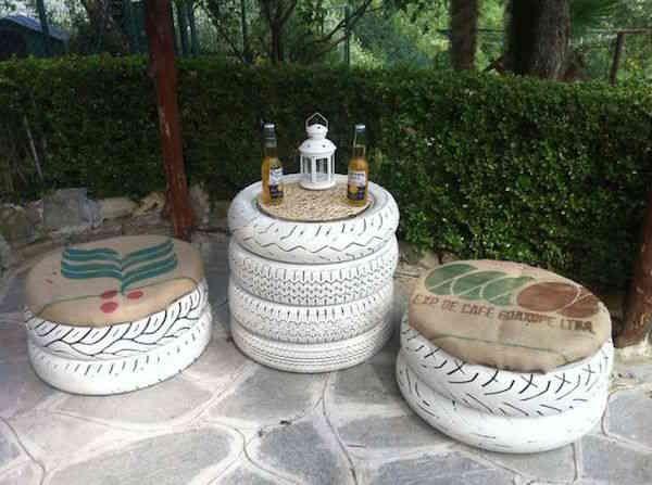Pneus recyclés en mobilier de jardin.