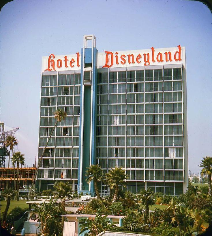 Disneyland Hotel – Turm