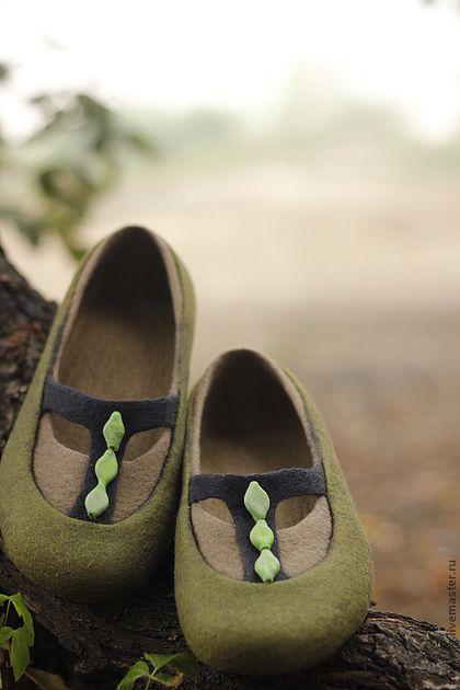 """Обувь ручной работы. """"Туманный лес"""" валяные тапочки-балетки. МилаЮг авторская обувь. Ярмарка Мастеров. Зеленые бусины, весна"""