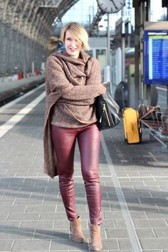 A fashion blog for women over 40 and mature women  Leatherleggings: Helmut Lang Sweater: Dorothee Schumacher Booties: Sommerkind Bag: Chloé  http://www.glamupyourlifestyle.com/