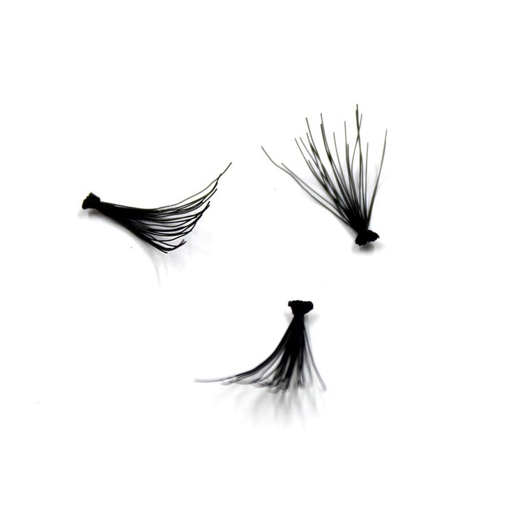 -INDIVIDUAL LASHES-The Crown Lashes tweezer is the best tool to apply the single lashes Individual lashes are perfect to create a custom look. You have the freedom to apply a couple of flares per eyes to create a natural look or use the 60 flares to create an ultra voluminous look!     You are a fan of permanent lashes? The individuals are perfect to fill the gaps in between your appointments or to add drama on your eyes when you have an event!