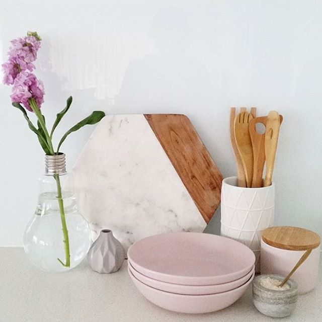 Seriously loving those new pink bowls. Also feat. #Kmart canisters and hexagon board. Photo ➡️ @homeapproach