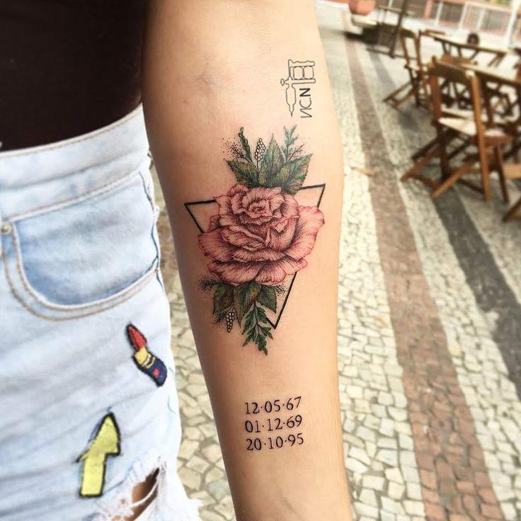 Tatuagem criada por Vic Nascimento do Rio de Janeiro.  Flor delicada e colorida.  #tattoo #tatuagem #art #arte #tattoo2me #delicada #colorida #flor