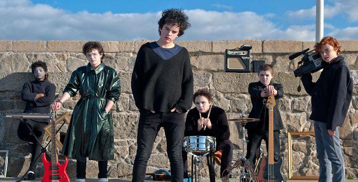 """""""Sing Street"""" - Dieser Musikfilm nimmt das Publikum mit in die Achtzigerjahre. Der Film erzählt von Teenager Conor, der in Irland in keiner einfachen Zeit aufwächst. Er flüchtet sich in die Popmusik."""