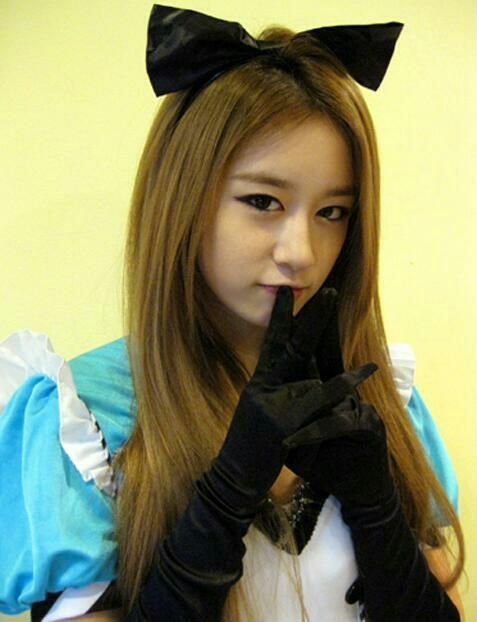 "PARK JIYEON NEW Cute SELCA ""Hello 2013!"""
