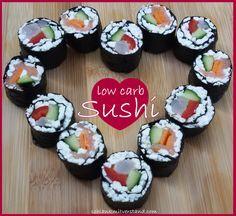 Sushi low carb Das traditionelle Sushi aus Japan ist bis auf den Reis ein tolles low carb, bzw. LCHF Gericht. Wer Sushi auch so gerne mag, sollte unbedingt die reisfreien Varianten mit körnigem Frischkäse oder Blumenkohlausprobieren. Die Nori Blätter (gerösteter Seetang) sind sehr eiweißreich und enthalten viel Jod. Auf Grund des Jodgehaltes sollten aber nicht mehr als 2 ganze Nori Blätter pro Tag verzehrt werden. Die Sushi Rollen sind ideal zum Mitnehmen (gekühlt)und eignen sich…