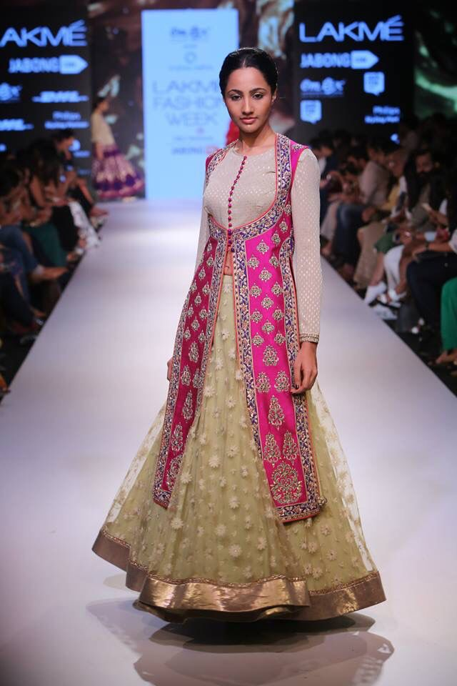 Defining the trends for this wedding season in classy hues is Krishna Mehta