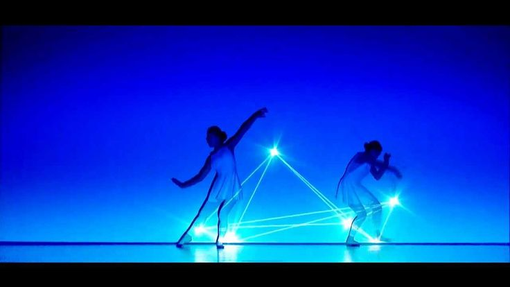 "enra "" pleiades "" - dance light performance with a video projector"