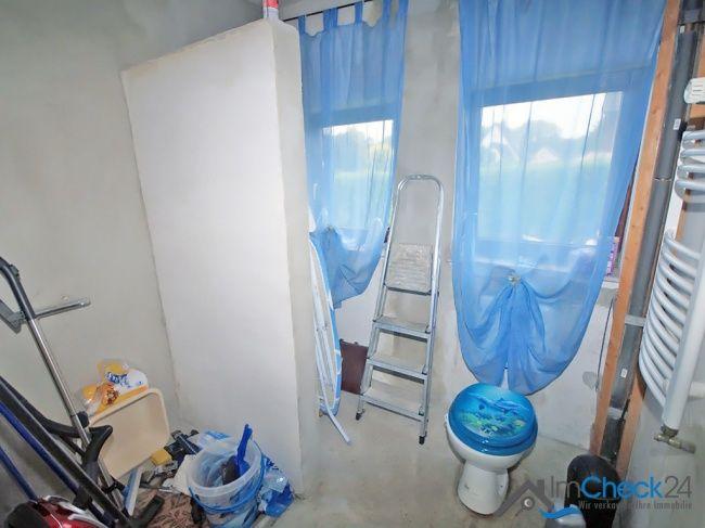 Das zweite Badezimmer im Erdgeschoss befindet sich noch im Rohbau.