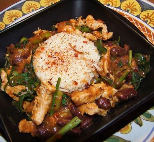 Rýžové nudle s kuřečími nudličkami v kari omáčce