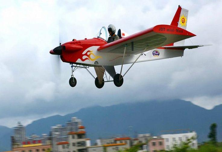 Bosan Macet, Pria Ini Rakit Pesawat Untuk ke Tempat Kerja