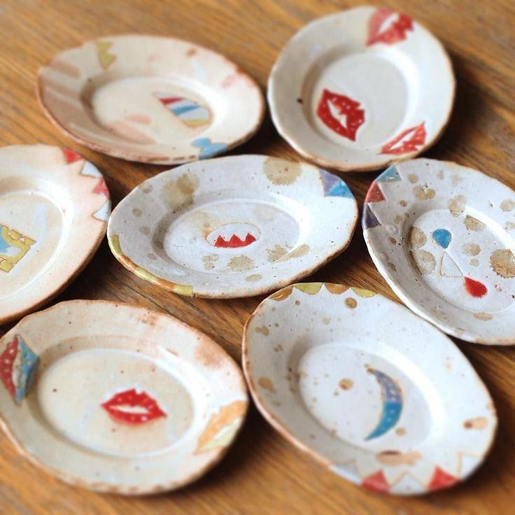 栢野紀文さん作  楕円豆皿 小さめのケーキでしたら菓子皿としてご飯の時はお漬け物や和え物などのせて前菜用のお皿としてもお使い頂けると思います(oo) 栢野紀文個展KAYANORIBE本日最終日ですご来店お待ちしております(ω) #織部 #織部下北沢店 #陶器 #器 #ceramics #pottery #clay #craft #handmade #oribe #tableware #porcelain