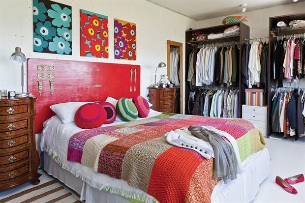 Cabeceras de cama para todos los gustos  Una propuesta canchera: una antigua puerta recuperada, pintada con un esmalte satinado rojo intenso y convertida en cabecera de un ambiente con mucho estilo.         Foto:Archivo LIVING