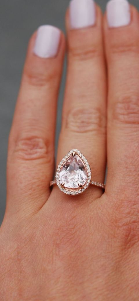 This rose gold ring's teardrop shape is truly one-of-a-kind. Image via Playbuzz »