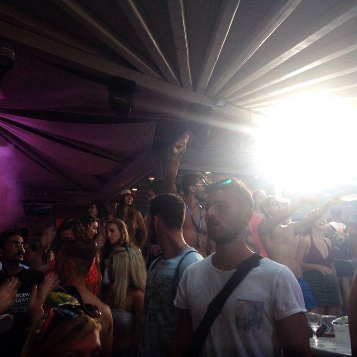Limits Off ile eğlence bu gece kaldığı yerden Paradise Club Mykonos'ta devam edecek. House, techhouse ve deephouse türünde aktif, köln merkezli müthiş ikili Lissat & Voltaxx ile dans edeceğiz. #LimitsOff #LimitsOffSummerfest #Summerfest2015 #LissatVoltaxx #Mykonos #SuperParadiseBeach #SuperParadiseBeachClub #Beach #BeachParty #island #