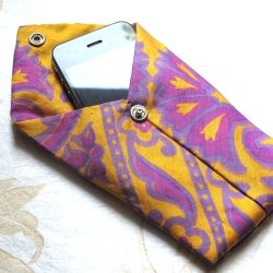 An easy step-by-step tutorial for how to make a sweet pouch for your iPhone or iPod from an old necktie!