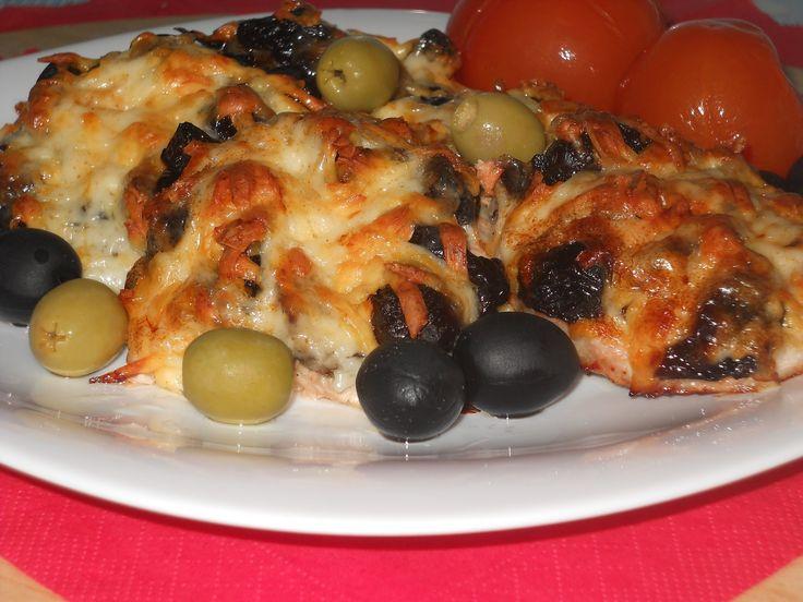 Рецепт приготовления свинины с черносливом и сыром. Видео-рецепт. А так же другие рецепты: куриные ножки в медовом соусе, мясо по-французски, котлеты по-киев...