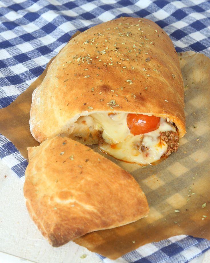 Fantastiskt god calzone fylld med tacoköttfärs, ost & tomat!