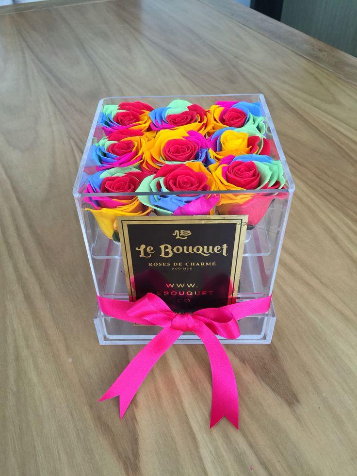 Presentación de 9 rosas Arcoiris que duran 1 año  Le Bouquet