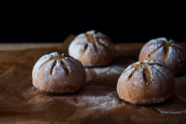La asaltante de dulces: Receta de panecillos de cerveza negra/ Stout bread recipe. Love it!