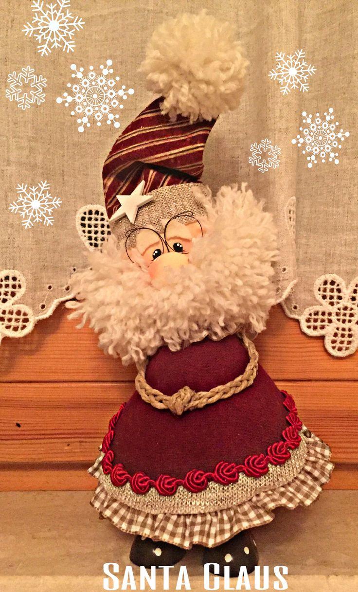 """Babbo natale realizzato con stoffa, passamanerie e lana, su cartamodello di """"Country Creations di Federica""""..."""