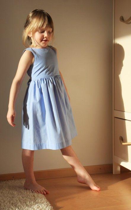 Kleid mit Herzrücken Gr. 116