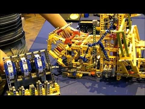 Máquinas de tejer construidas con Lego
