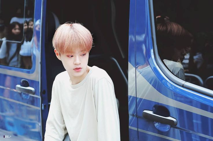 "204 lượt thích, 4 bình luận - Lee Dae Hwi 이대휘 (@leedaehwitv) trên Instagram: ""[DAEHWI OTW TO FILMING] - idk what event is this but i posted cuz he looks so ethereal here"""