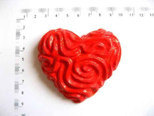 #Magnet #frigider sub #forma de #inima, magnet cu inima #rosie cu #striatii. Produs din categoria #decoratiuni #casa si #gradina. Magnet sub forma de inima rosie in #relief cu striatii. http://handmade.luxdesign28.ro/produs/magnet-frigider-sub-forma-de-inima-magnet-cu-inima-rosie-cu-striatii-17981/