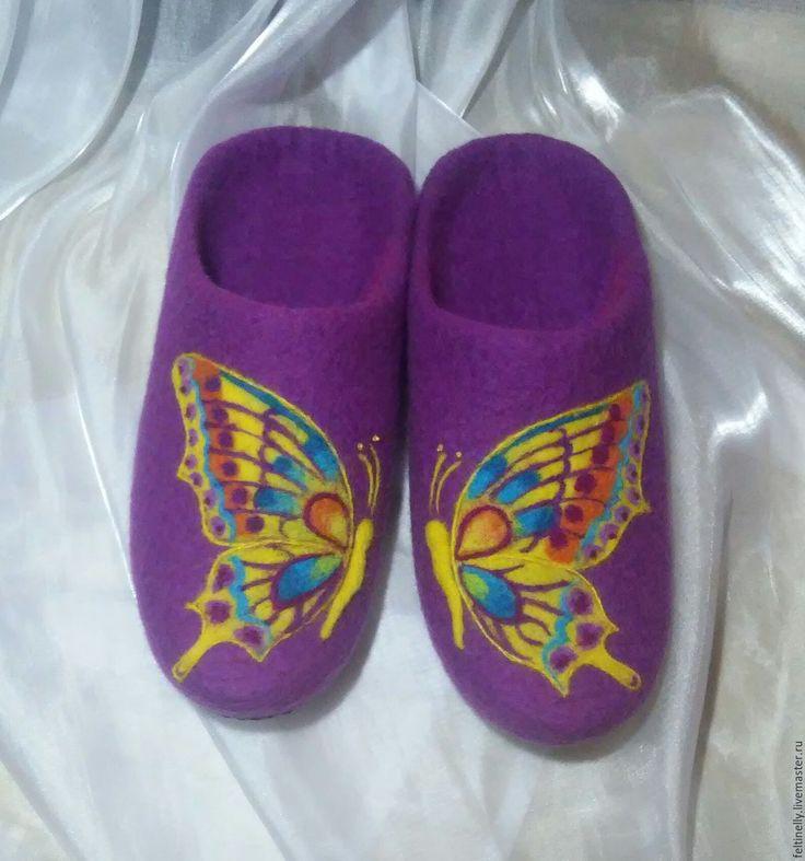 Butterflies.  Тапочки, валяные из 100% шерсти, подшиты натуральной кожей. Рисунок выполнен в технике сухого валяния. Handmade.