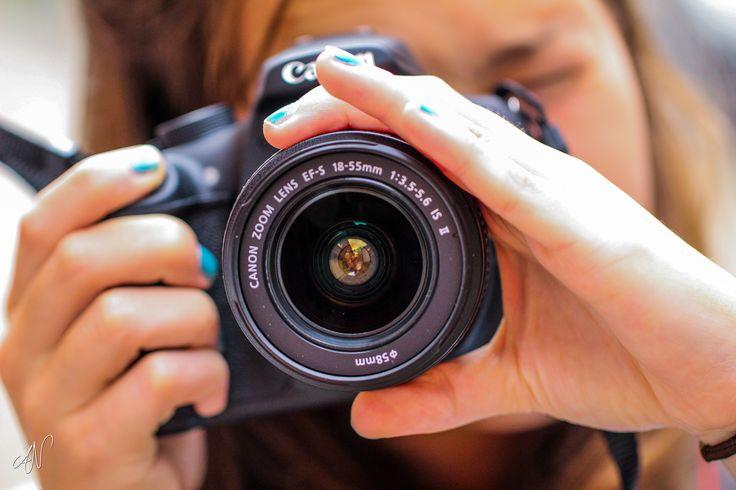 La primera vez que compramos una cámara solemos hacerlo con un objetivo en kit, aprende a sacarle el máximo provecho con este artículo ;-) http://www.blogdelfotografo.com/objetivo-kit/